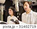 レコーディングをする男女 31402719