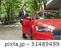 カジュアル ミドルビジネスマン 赤い車 31489499