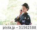 携帯電話を持つ浴衣の女性 31562588