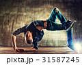 Break dancing 31587245