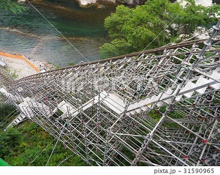 山間部・急傾斜地での工事にはモノレールが活躍します 31590965