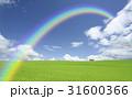 草原の赤い屋根の家と雲と虹 31600366