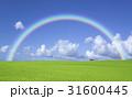 草原の赤い屋根の家と雲と虹 31600445
