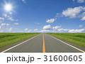 草原の直線道路と雲と太陽 31600605