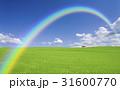 草原の赤い屋根の家と雲と虹 31600770