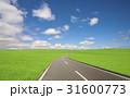 草原の道と雲 31600773