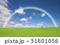 草原の赤い屋根の家と雲と虹 31601056