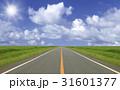 草原の直線道路と雲と太陽 31601377