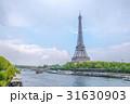 エッフェル塔とセーヌ川 31630903