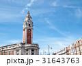 青空の下のレンガ造りの建物とタワー 31643763