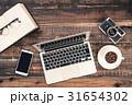 パソコン ノートパソコン デスクワークの写真 31654302