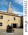 サンセバスチャンの山の上の城跡にある石造と大砲 31655422