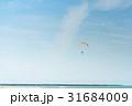 飛行するパラモーター 31684009