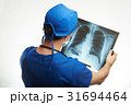 doctor exam human lungs 31694464