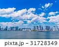 《東京都》白い雲と都市風景《初夏》 31728349