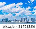 《東京都》白い雲と都市風景《初夏》 31728350