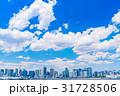 《東京都》白い雲と都市風景《初夏》 31728506