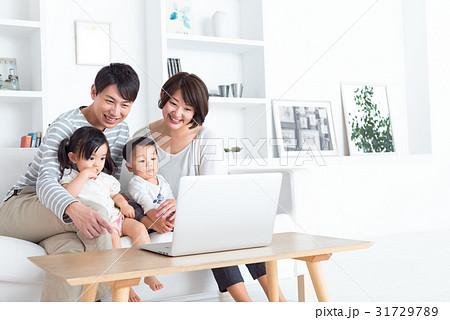 家族、パソコン 31729789