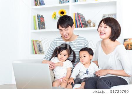 家族、パソコン 31729790