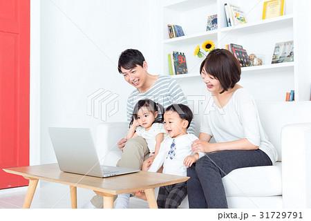 家族、パソコン 31729791