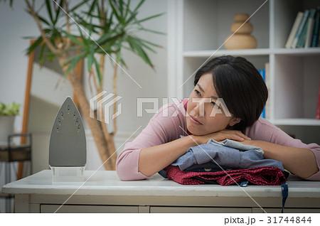 家事に疲れたミドル女性 31744844