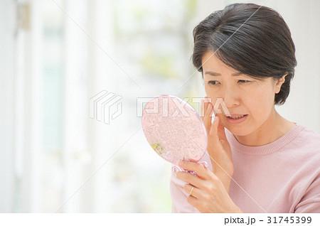 肌を気にするミドル女性 31745399