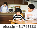 家族 見守る 勉強の写真 31746888