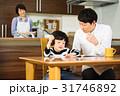 家族 見守る 勉強の写真 31746892