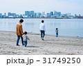 家族 散歩 砂浜の写真 31749250
