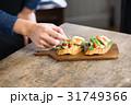 オープンサンドイッチ 盛り付け 31749366