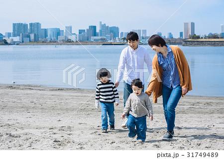 ファミリー 砂浜 31749489