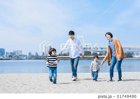 ファミリー 砂浜 31749490