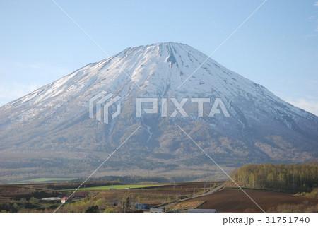 雄大な蝦夷の富士羊蹄山01 31751740