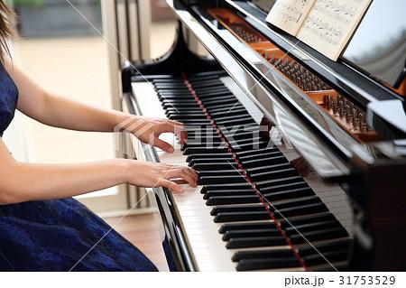 ピアニストの女性 31753529