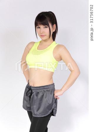 若い女性 フィットネスイメージ 31756702