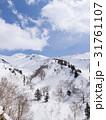 冬の終わりの雪山 31761107