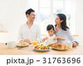 家族 仲良し 朝食の写真 31763696