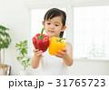 女の子 子供 パプリカの写真 31765723