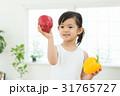 女の子 子供 パプリカの写真 31765727