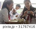 休み時間に自習をする女子高生 31767416
