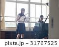 フルートの練習をする女子高生 31767525