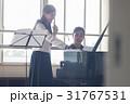 フルートの練習をする女子高生 31767531