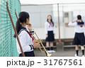 屋上でトランペットの練習をする高校生 31767561