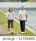 夫婦 シニア 歩くの写真 31788882