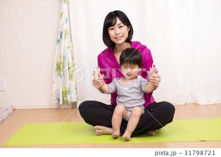 親子のストレッチイメージ 31798721