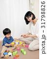 積木をする女性と子供 31798826