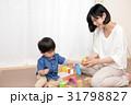 積木をする女性と子供 31798827