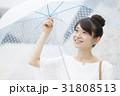 女性 ビニール傘 笑顔の写真 31808513