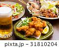 居酒屋の生ビールと料理 31810204