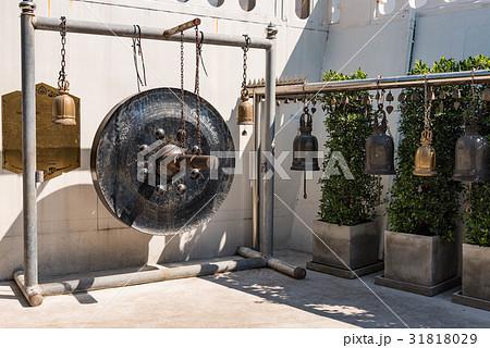 タイ・バンコクのワット・サケット(黄金の丘)の銅鑼の写真素材 [31818029] - PIXTA